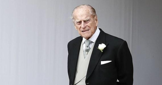 97-letni książę Filip zrzekł się prawa jazdy - poinformował Pałac Buckingham. Decyzja zapadła po wypadku samochodowym, do którego doszło w styczniu z udziałem męża brytyjskiej królowej Elżbiety II w pobliżu królewskiej posiadłości w Sandringham.