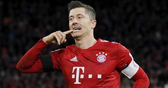 Piłkarz Bayernu Monachium Robert Lewandowski wypracował pierwszą bramkę, zdobył drugą i asystował przy trzeciej w wygranym u siebie meczu z Schalke 04 Gelsenkirchen 3:1 w 21. kolejce niemieckiej ekstraklasy. Liderem tabeli pozostała Borussia Dortmund.