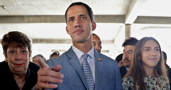 Interwencja USA w Wenezueli to skrajna możliwość - podkreślił w sobotę tymczasowy prezydent Wenezueli Juan Guaido. Dodał, że opozycji wobec Nicolasa Maduro zależy przede wszystkim na wprowadzeniu rządu tymczasowego i przeprowadzeniu wolnych wyborów.