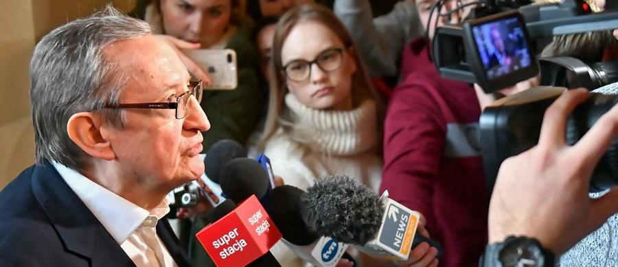 Przed wrocławskim sądem rozpoczął się proces byłego senatora Platformy Obywatelskiej Józefa Piniora i jego asystenta Jarosława Wardęgi. Obaj są oskarżeni o korupcję, m.in. o przyjęcie co najmniej 40 tys. zł.