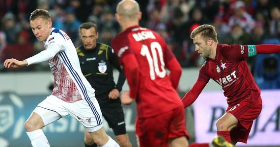 Górnik Zabrze pokonał na własnym stadionie krakowską Wisłę 2:0 w poniedziałkowym meczu kończącym 21. kolejkę piłkarskiej ekstraklasy.