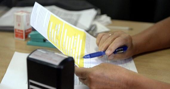 """Nawet 1,5 mln pracowników zagranicznych, głównie z Ukrainy, ma swoje konta i subkonta emerytalne w Polsce i na nich zbierają emerytury - czytamy we wtorkowym wydaniu """"Rzeczypospolitej""""."""