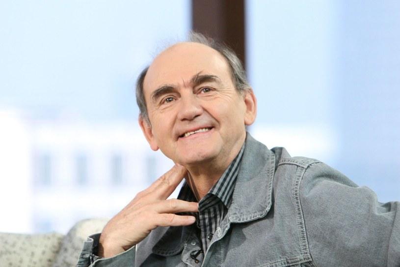Jest uznanym aktorem filmowym i teatralnym oraz pedagogiem. Pojawia się na scenie od 22. roku życia, na ekranie możemy go oglądać niewiele krócej. Przez te wszystkie lata wystąpił u najbardziej cenionych twórców. 13 lutego 2019 roku Jan Peszek kończy 75 lat.