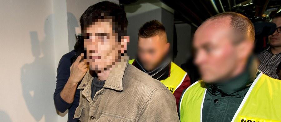 Sąd zwalniając ze szpitala psychiatrycznego Sebastiana K., który podpalił biuro poselskie Beaty Kempy, wziął pod uwagę informację ze szpitala i opinie biegłych, nałożył też obowiązek leczenia mężczyzny w poradni zdrowia psychicznego - powiedział rzecznik Sądu Okręgowego we Wrocławiu Marek Poteralski. TVP Info podało, że Sebastian K., który w 2017 r. podpalił biuro poselskie Beaty Kempy, został zwolniony przez sąd z zamkniętego zakładu psychiatrycznego.