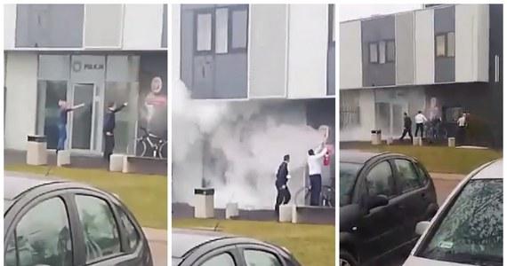 Próba podpalenia komisariatu policji w Szubinie w Kujawsko-Pomorskiem. Mężczyzna obrzucił budynek koktajlami Mołotowa. Informację dostaliśmy na Gorącą Linię RMF FM.