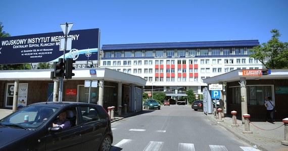 Śledczy wytypowali osoby, które mogą mieć bezpośredni związek z brutalnym zabójstwem obywatela Gruzji. Jego ciało podrzucono w zeszłym tygodniu na teren wojskowego szpitala przy Szaserów w Warszawie. Tych osób na razie nie udało się zatrzymać.