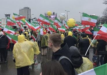 """""""Chcemy zmiany rządu"""". Protest Irańczyków w Warszawie"""