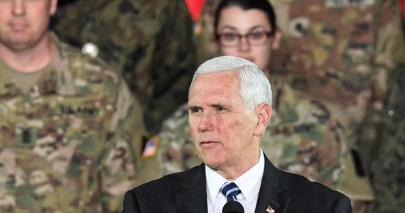 """""""Dziś świat jest bardziej niebezpiecznym miejscem, niż od upadku komunizmu ćwierć wieku temu; wolny świat potrzebuje członków NATO"""" - mówił wiceprezydent USA Mike Pence w środę w Warszawie. Dziękował też Polsce za wypełnianie zobowiązań przeznaczania 2 proc. PKB na obronność."""