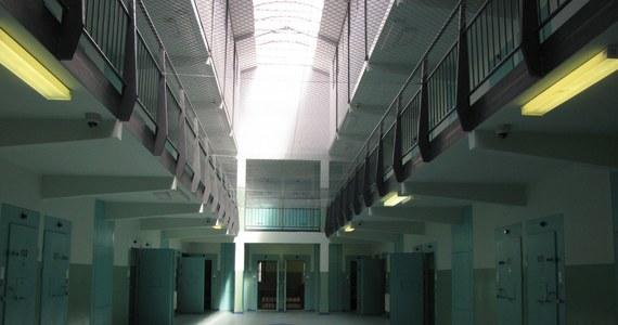 Sąd Apelacyjny w Białymstoku utrzymał karę 15 lat więzienia dla 27-letniego mężczyzny za brutalne zabójstwo jego dziewczyny. Do zbrodni doszło ponad dwa lata temu w lesie k. Bisztynka (Warmińsko-Mazurskie). Orzeczenie jest prawomocne.
