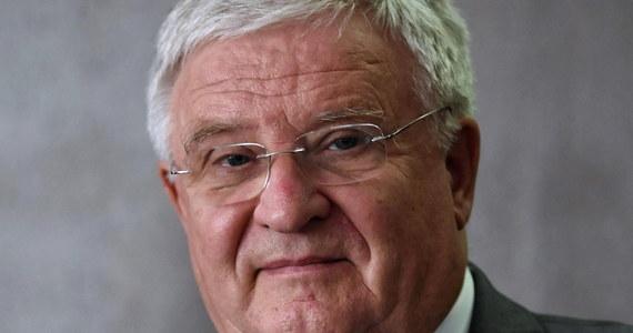 Kazimierz Kujda został dziś zawieszony w prawach członka Narodowej Rady Rozwoju – dowiedział się reporter RMF FM. Oddał się do dyspozycji prezydenta deklarując jednocześnie, że będzie chciał oczyścić się z zarzutu współpracy ze Służbą Bezpieczeństwa.