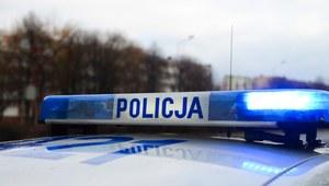Dolnośląskie: Kobieta w wyniku wypadku wypadła z samochodu. Kierowca był pijany