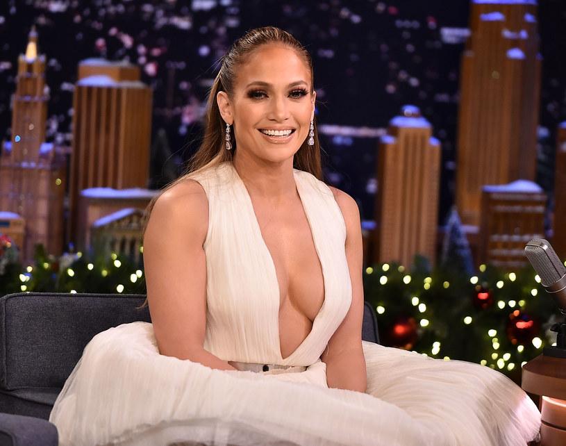 Jennifer Lopez zdradziła, co robi, aby utrzymać dobrą sylwetkę. W rozmowie z Ellen DeGeneres przyznała również, że ostatnie jedzeniowe wyzwanie podjęła ze względu na prace nad nowym filmem.