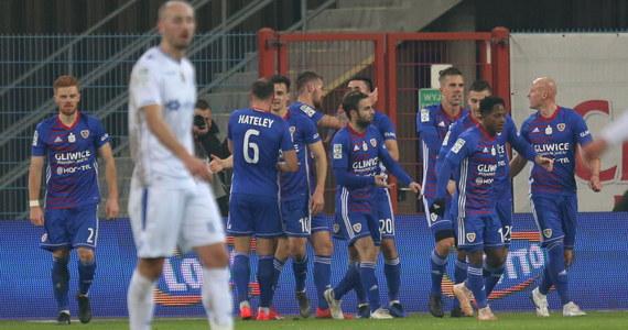 Zespół Adama Nawałki stracił aż cztery gole w spotkaniu z drużyną Piasta Gliwice prowadzoną przez innego byłego szkoleniowca kadry - Waldemara Fornalika. To już druga porażka zespołu z Poznania w rundzie wiosennej. Wcześniej Lechici okazali się gorsi od Zagłębia Lubin.