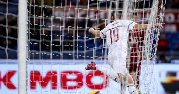 Krzysztof Piątek powiększył swój dorobek o kolejne dwa gole w wygranym przez Milan spotkaniu z Atalantą Bergamo (3:1). Pierwszą bramkę zdobył tuż przed zakończeniem pierwszej połowy. Był to gol wyrównujący wynik (1:1).  Po przerwie znowu trafił do bramki, tym razem głową (na 3:1). Na listę strzelców po stronie Milanu wpisał się też Hakan Calhanoglu. Gola dla Atalanty zdobył Remo Freuler.