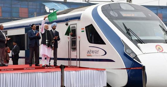 Najszybszy pociąg w Indiach, którego inauguracji dokonał w piątek premier kraju Narendra Modi, w  sobotę zepsuł się po zderzeniu z krową w stanie Uttar Pradeś.