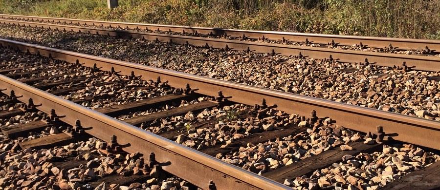 Motocyklista został śmiertelnie potrącony przez pociąg w Wojanowie niedaleko Jeleniej Góry na Dolnym Śląsku. Informację o tym zdarzeniu dostaliśmy na Gorącą Linię RMF FM.