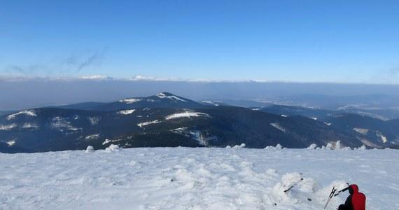 Tragiczny finał akcji GOPR w rejonie Masywu Śnieżnika. Nie żyje poszukiwany od niedzieli turysta. 41-latek w nocy z soboty na niedzielę miał wyjść ze schroniska na Śnieżniku i ślad po nim zaginął.