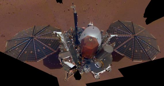 Wiatr południowo-zachodni o prędkości do 17 metrów na sekundę, ciśnienie nieco ponad 744 paskale, temperatura maksymalna -17 stopni Celsjusza, minimalna -95 stopni Celsjusza. Takie dane pogodowe będzie można teraz znaleźć na stronie NASA. Agencja uruchomiła regularny serwis pogodowy dla Marsa, oparty na danych przesyłanych na bieżąco przez aparaturę sondy InSight. Informacje z minionej niedzieli wskazują na warunki typowe dla późnej zimy, jaka panuje teraz w miejscu lądowania sondy.