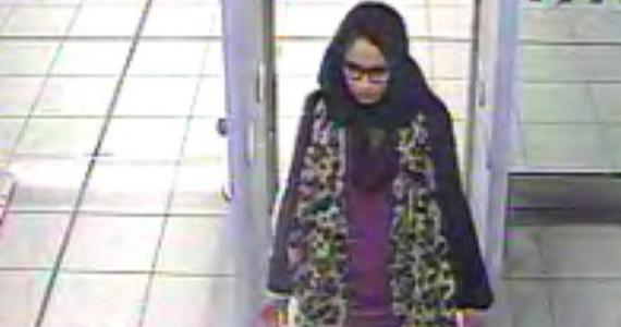 Brytyjskie władze pozbawiły obywatelstwa 19-latkę, która przez cztery lata przebywała w Państwie Islamskim. Po upadku kalifatu i urodzeniu dziecka starała się wrócić do Wielkiej Brytanii. Prawnicy wynajęci przez jej rodzinę zamierzają odwołać się od decyzji ministerstwa spraw wewnętrznych. Twierdzą, że władze postąpiły niezgodnie z prawem.