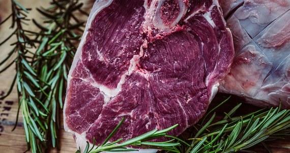 """""""Czechy nie umieściły informacji o wykryciu salmonelli w polskiej wołowinie w unijnym systemie ostrzegania RASFF, a tamtejsze służby weterynaryjne nie poinformowały resortu rolnictwa o tej sprawie"""" - powiedział Główny Lekarz Weterynarii Paweł Niemczuk."""