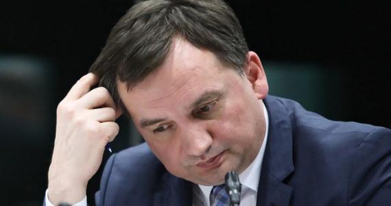 Wykażemy, że Zbigniew Ziobro jest najgorszym ministrem sprawiedliwości po 1989 roku - zapowiadają posłowie klubu PO-KO. Ponadto, według nich, prokuratura została zorganizowana w patologiczny sposób i jest pytanie, czy nie chodziło tu wyłącznie o zapewnienie bezkarności politykom PiS.
