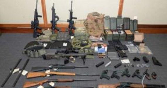 49 - letni porucznik straży przybrzeżnej został aresztowany pod zarzutem planowania ataku terrorystycznego - podało BBC w czwartek.