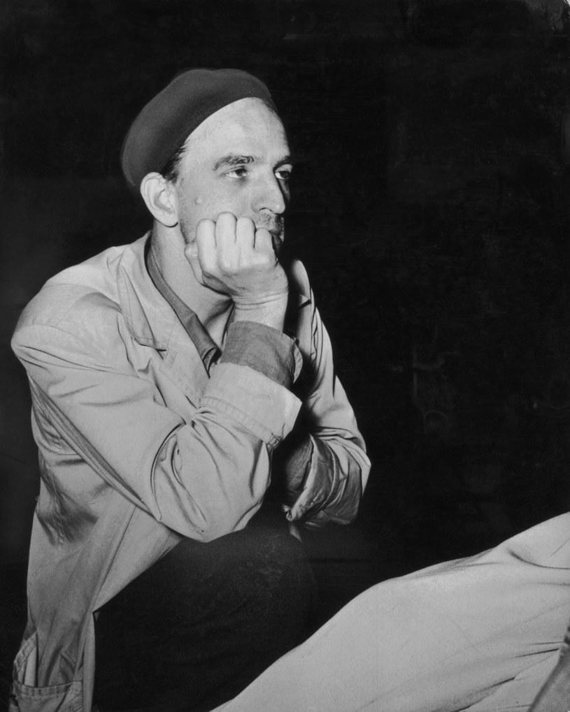Czarne buty z brązowymi sznurówkami albo smoking na co dzień. Ale zdarzały mu się także... czarne paznokcie u rąk i nieświeże, delikatnie mówiąc, ubranie. Słynny reżyser Ingmar Bergman nie przywiązywał wagi do stroju. Chyba, że chciał zainteresować jakąś kobietę - wtedy bardzo starannie dobierał ubiór.
