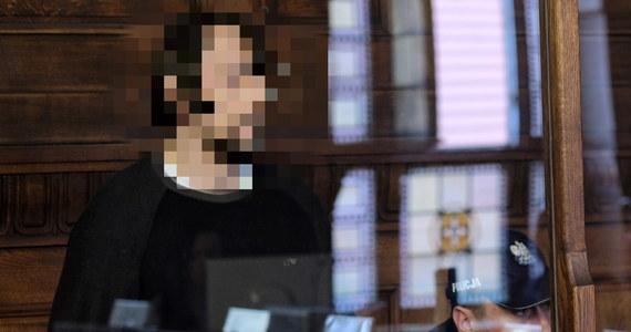 Dariusz N., oskarżony o zabicie nożem 19-letniego Dominika w centrum Katowic i usiłowanie zabicia jego ojca, nie przyznał się do winy. Składa wyjaśnienia w swoim procesie, który rozpoczął się w czwartek przed Sądem Okręgowym w Katowicach.
