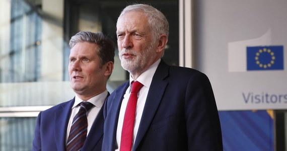 """Lider brytyjskiej opozycyjnej Partii Pracy Jeremy Corbyn ostrzegł przed """"bardzo poważnym"""" ryzykiem wyjścia Wielkiej Brytanii z Unii Europejskiej bez umowy, oceniając, że premier Theresa May """"stała się zakładnikiem zdecydowanych zwolenników brexitu""""."""