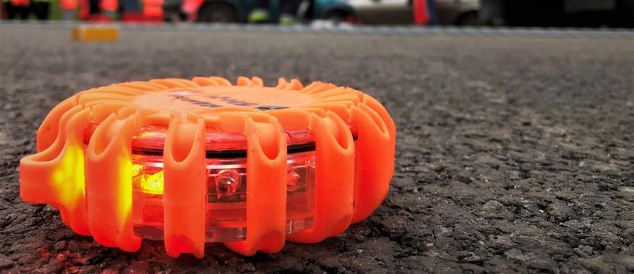 Jedna osoba zginęła, a dwie zostały ranne w wypadku na autostradzie A1 na wysokości węzła Pelplin w województwie pomorskim.