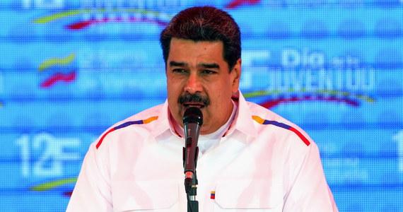 """Dotychczasowy prezydent Wenezueli Nicolas Maduro nakazał zamknąć granicę z Brazylią. Rząd rozważa także zamknięcie granicy z Kolumbią. W wystąpieniu telewizyjnym Maduro nazwał dostarczanie pomocy humanitarnej do kolumbijskiego miasta granicznego Cucuta """"prowokacją""""."""