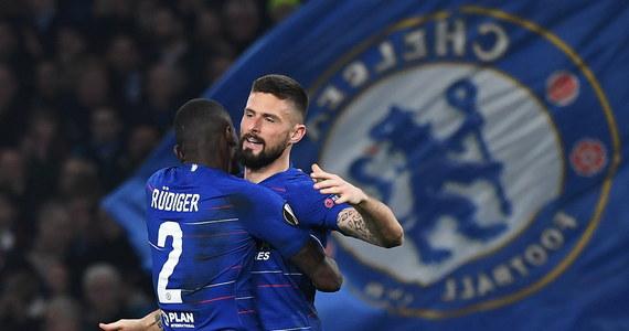 Chelsea Londyn nie będzie mogła pozyskiwać piłkarzy w dwóch okienkach transferowych, czyli do końca stycznia 2020 roku, z powodu naruszenia przepisów dotyczących transferów nieletnich zawodników - poinformowała w piątek FIFA.