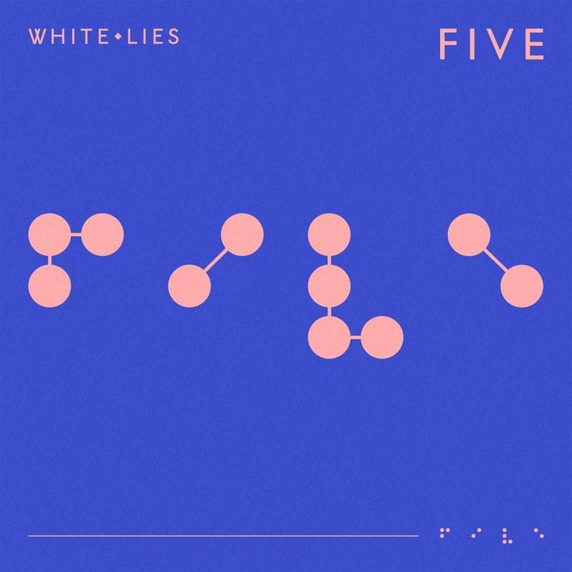 Zespół White Lies zawsze miał pod górkę. Jak nie porównania do muzyki New Order, to skojarzenia z Editors. Wydawać by się mogło, że grupa z Ealing nie miała dobrej okazji do rozwinięcia skrzydeł. I chyba czas przestać liczyć na to, że owo rozwinięcie kiedykolwiek nastąpi.