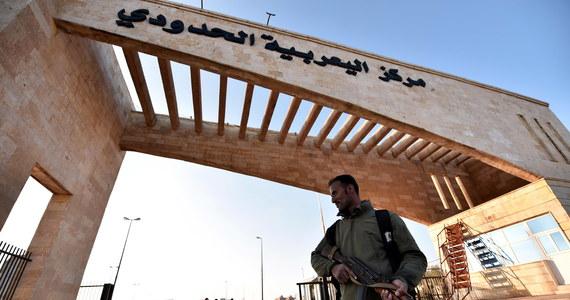 24 robotników zginęło w pobliżu miasta Salamija w środkowej Syrii. Przewożąca ich ciężarówka wpadła na minę pozostawioną przez bojowników Państwa Islamskiego, którzy kontrolowali ten obszar - poinformowała syryjska agencja prasowa SANA.