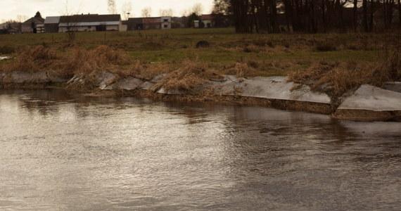 """W jeziorze w okolicy miejscowości Postomino (woj. zachodniopomorskie) wędkarze natrafili na zwłoki - informuje """"Dziennik Bałtycki"""". Na miejscu pracują policja, strażacy i prokurator."""