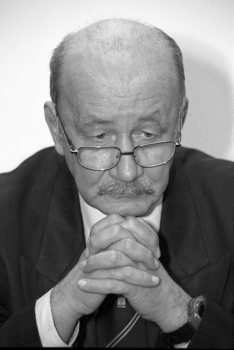 W sobotę, 23 lutego, w Warszawie zmarł Tadeusz Kraśko - dziennikarz telewizyjny, reżyser i scenarzysta filmów dokumentalnych, reportażysta, publicysta i dyplomata. 78-latek był ojcem Piotra Kraśki.