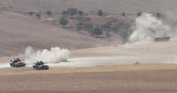 Syryjskie Siły Demokratyczne (SDF) twierdzą, że przekazały władzom Iraku 20 jeńców, którzy walczyli po stronie Państwa Islamskiego. Liczba pojmanych i przetrzymywanych w Syrii dżihadystów sięga 500. Jak dotąd przekazano 280 osób.