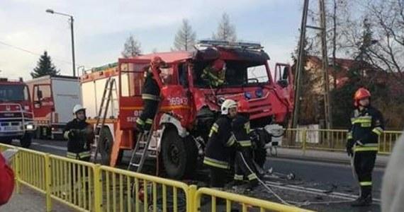 Czterech strażaków zostało rannych w zderzeniu dwóch wozów strażackich na drodze krajowej numer 32 w Gronowie koło Krosna Odrzańskiego w województwie lubuskim.