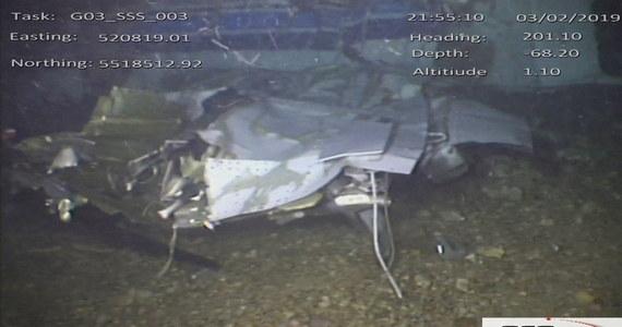 Pilot awionetki David Ibbotson, która 21 stycznia podczas lotu do Cardiff spadła do kanału La Manche, nie miał licencji na komercyjne loty - poinformowało brytyjskie Biuro Wypadków Lotniczych. W katastrofie zginął pilot i argentyński piłkarz Emiliano Sala.