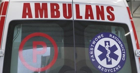 Funkcjonariusze policji ze Środy Wielkopolskiej eskortowali do szpitala roczne dziecko, które połknęło płyn do czyszczenia toalet. Chłopczyk musiał pozostać w szpitalu, ale jego życiu i zdrowiu nic już nie zagraża.