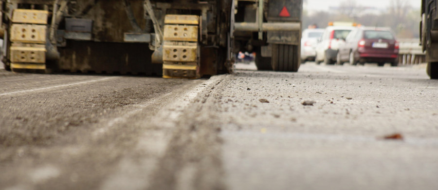 Dwie włoskie firmy budujące polskie drogi żądają dodatkowych pieniędzy. Chcą, by Generalna Dyrekcja Dróg Krajowych i Autostrad dopłaciła im do kontraktów 1,215 mld złotych. Jak ujawniliśmy w RMF FM, koncerny grożą całkowitym przerwaniem prac.