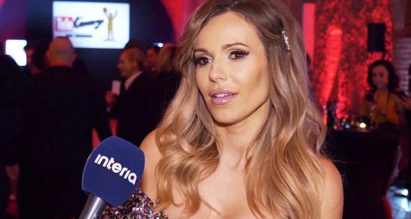 """Dorota """"Doda"""" Rabczewska powiadomiła swoich fanów na Instagramie, że mimo gróźb i prób zastraszania, które ją spotykają, jej film """"Dziewczyny z Dubaju"""" jest gotowy i za tydzień zostanie zaprezentowany na festiwalu."""