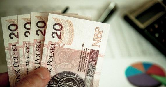 Zerowy PIT dla młodych - tylko za zarobki poniżej 6,5 tysiąca złotych na rękę. Prawo i Sprawiedliwość wprowadzi limit do złożonej w sobotę przez Jarosława Kaczyńskiego obietnicy.