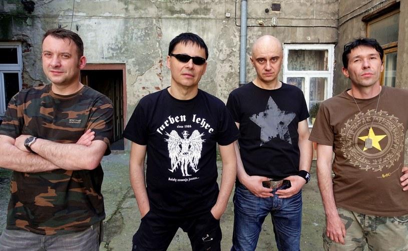 """Pod koniec lutego rozpoczęła się tegoroczna edycja trasy koncertowej """"Punky Reggae Live"""", której patronują punkrockowi weterani z Farben Lehre. Z tej okazji grupa z Płocka zaprezentowała animowany teledysk do utworu """"Ali-Baba""""."""