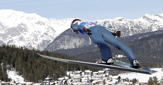 Dawid Kubacki zajął pierwsze i drugie miejsce podczas dwóch treningowych serii przed piątkowym konkursem na normalnej skoczni podczas narciarskich mistrzostw świata w Seefeld. Kamil Stoch plasował się na drugiej i trzeciej pozycji.