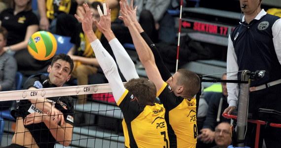 Siatkarze PGE Skry Bełchatów pokonali u siebie berliński Recycling Volleys 3:0 (27:25, 25:23, 31:29) i z drugiego miejsca w grupie D awansowali do ćwierćfinału Ligi Mistrzów. Pierwszą pozycję już wcześniej zapewnił sobie Trefl Gdańsk. Odpadła ZAKSA Kędzierzyn-Koźle.