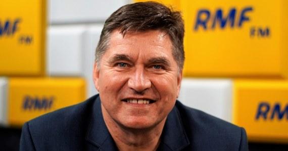 Lider zespołu Bayer Full Sławomir Świerzyński potwierdził w Porannej Rozmowie w RMF FM, że odchodzi z PSL. Jak znaczył wysłał już pismo z rezygnacją. Podczas rozmowy Robert Mazurek poruszył też temat, o którym Świerzyński mówił w telewizji Polsat News. Lider zespołu Bayer Full przyznał, że był molestowany w dzieciństwie. Jak dodał w RMF FM, byli to bliźniacy, których potem widywał na spotkaniach politycznych.