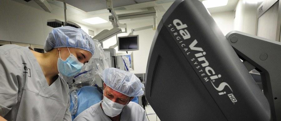 Do krakowskiego szpitala na Klinach trafiło nowoczesne urządzenie pomagające lekarzom w operacjach. Chodzi o robota medycznego da Vinci. Pod koniec marca planowane są pierwsze operacje ginekologiczne i urologiczne z jego wykorzystaniem.