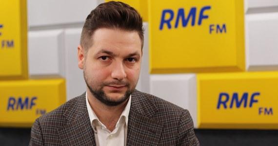 """""""Bardzo bym chciał, ale nie potrafię tego bronić"""" - stwierdził w Porannej rozmowie w RMF FM wiceminister sprawiedliwości Patryk Jaki pytany o bardzo wysokie zarobki bliskich współpracowniczek prezesa Adama Glapińskiego w Narodowym Banku Polskim."""