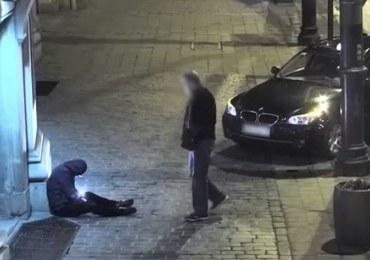 Kraków: Taksówkarz okradł pijanego. Zabrał mu telefon